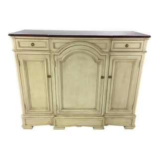 Suzanne Kasler Hickory Chair Cream Carlyle Credenza For Sale