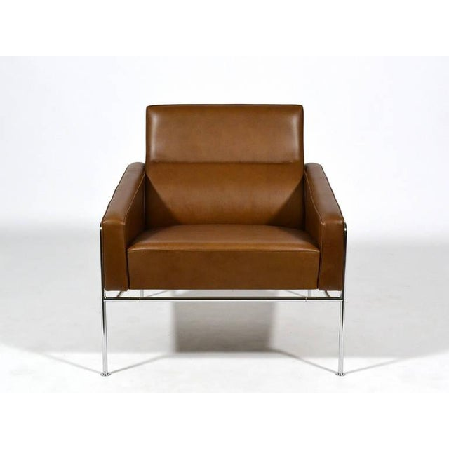 Pair of Arne Jacobsen Series 3300 Lounge Chairs - Image 9 of 11