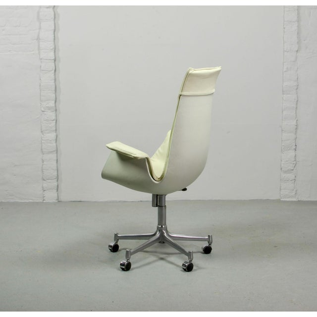 Alfred Kill Mid-Century Modern Design White Leather High Back 'Bird' Desk Chair by Preben Fabricius for Alfred Kill International, 1960s For Sale - Image 4 of 13