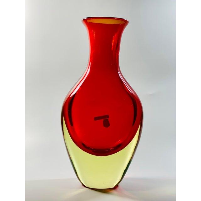 "Mid-Century Modern 1965 Antonio Da Ros Cenedese ""Borraccia Ovale"" Sommerso Red Vaseline Glass Vase, Signed For Sale - Image 3 of 12"