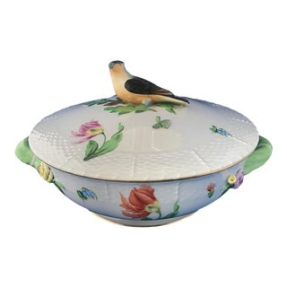 Herend Round Covered Floral Basketweave Vegetable Dish With Bird Finial For Sale
