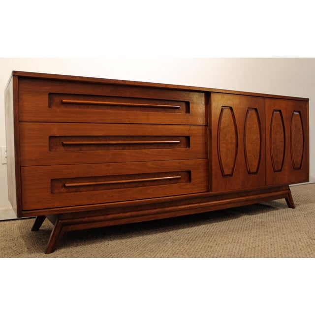Offered is a Mid-Century Danish Modern Young Mfg. Walnut/Burl Sliding Door Credenza. This is a beautiful walnut credenza...