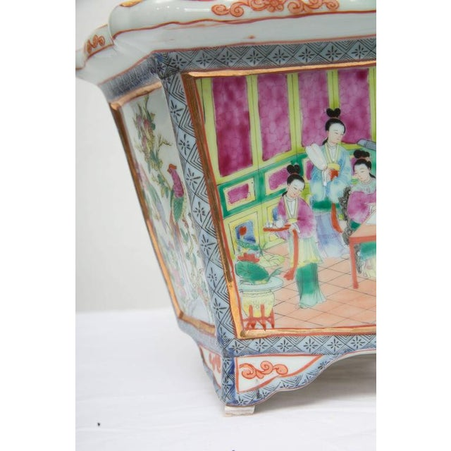 Early 20th Century Rose Medallion Rectangular Ceramic Cache Pot/Jardiniere For Sale - Image 5 of 9