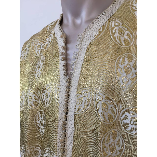 1960s Moroccan Caftan in Silver and Gold Brocade Vintage Gentleman Kaftan For Sale - Image 4 of 9