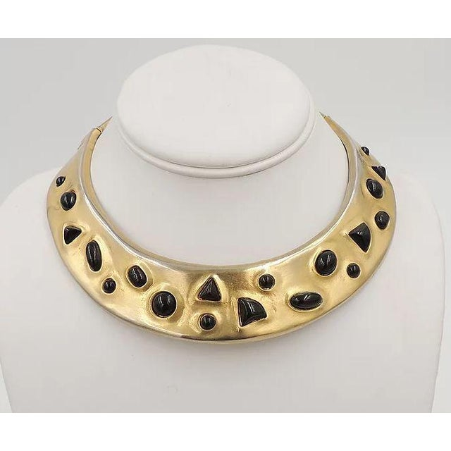 Gold 1980s Les Bernard Faux-Onyx Cabochon Collar Necklace For Sale - Image 8 of 9