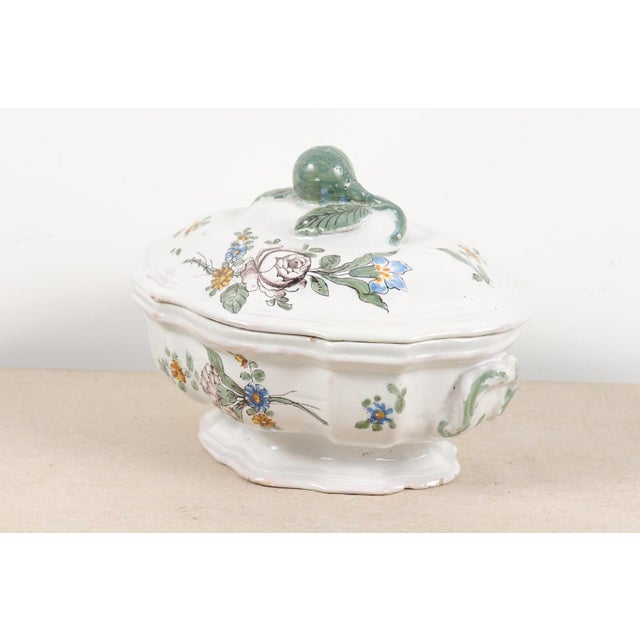 French 1750s Mid 18th Century French Faience Soup Tureen For Sale - Image 3 of 13