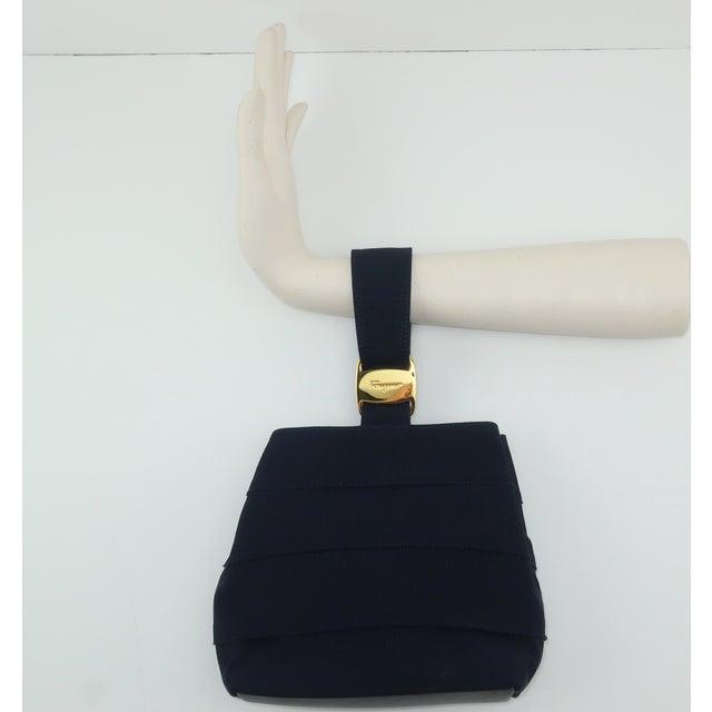 Hollywood Regency Ferragamo Blue Grosgrain Tiered Wristlet Handbag For Sale - Image 3 of 13