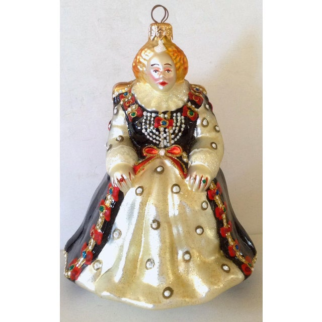 European hand made limited edition of Polonaise design of a queen on her throne. It is made of glass with glitter accents.