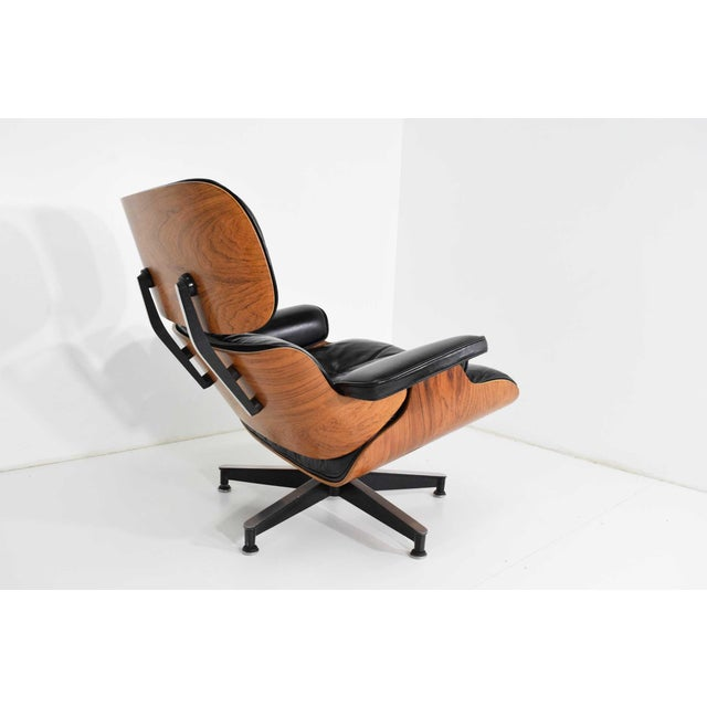 Herman Miller Eames 670 Lounge Chair & 671 Ottoman in Rosewood by Herman Miller For Sale - Image 4 of 10
