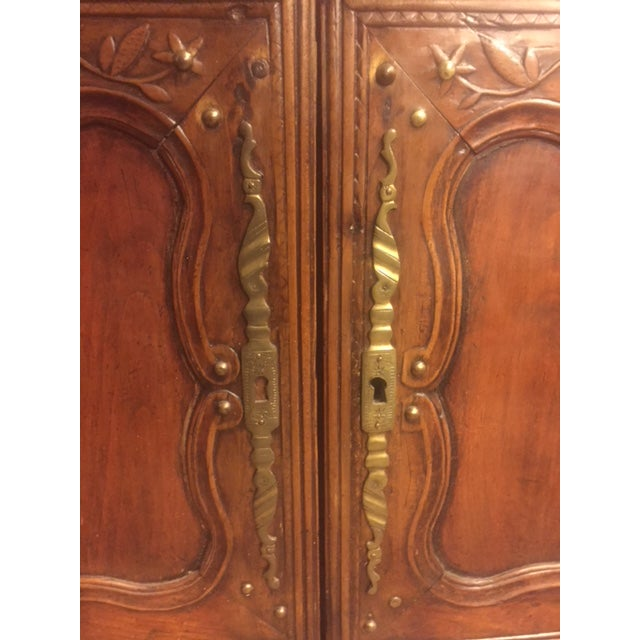 French 19th Century Hand Carved Walnut French Vaisselier For Sale - Image 3 of 13
