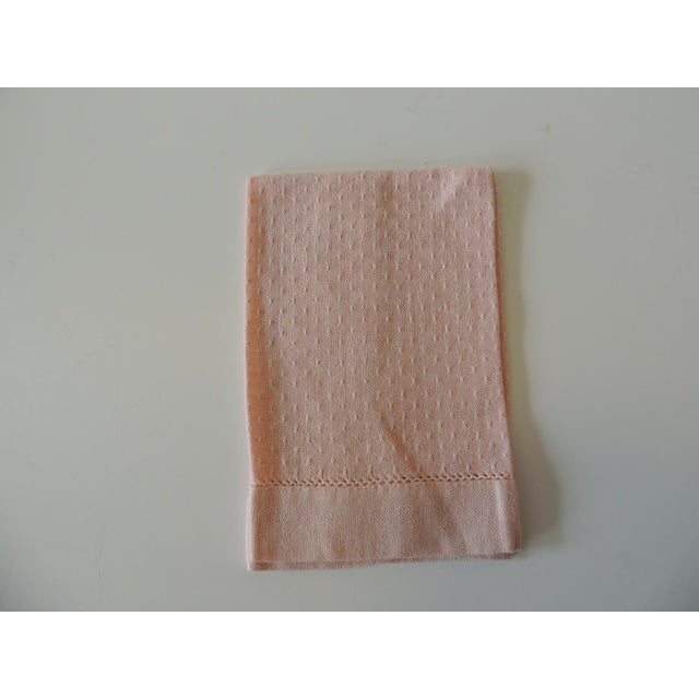 1980s Vintage Pink and White Woven Bathroom Guest Towel For Sale - Image 5 of 5