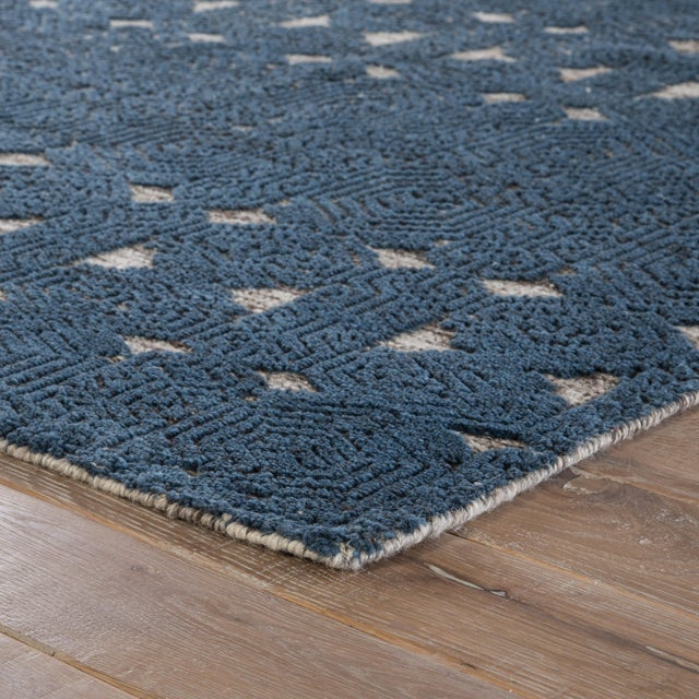 An intricate design and hand-knotted craftsmanship define the exceptional beauty of this stunning area rug. This wool,...