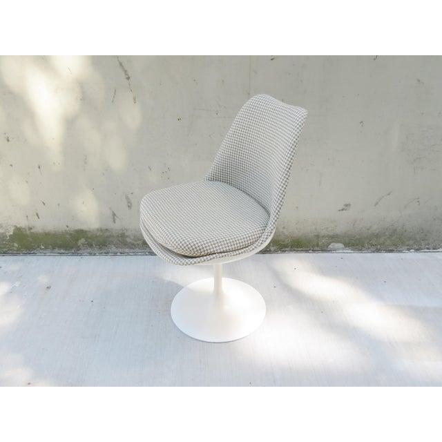 Knoll Vintage Modern Knoll Saarinen Tulip Side Chairs - Set of 6 For Sale - Image 4 of 9