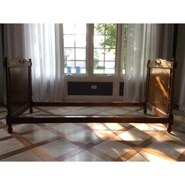A real classic! Use a daybed, child's bed, settee, a bench. This solid walnut daybed is in beautiful Condition. Gorgeous...