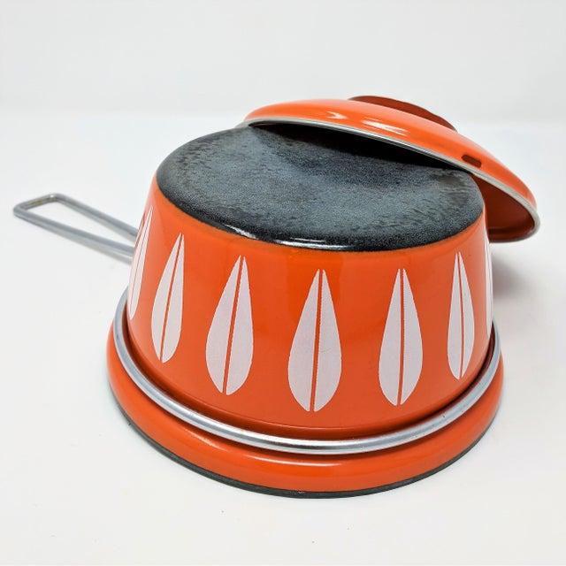 Orange 1960s Vintage Grete Prytz Kittelsen for Cathrineholm Enamel Lotus Saucepan For Sale - Image 8 of 12