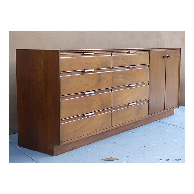American of Martinsville 1960s American of Martinsville Dresser For Sale - Image 4 of 11