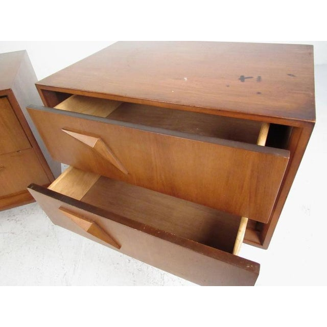 Pair of Stunning Mid-Century Modern Walnut Nightstands For Sale In New York - Image 6 of 11