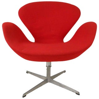 Mid-Century Arne Jacobsen Swan Chair for Fritz Hansen For Sale