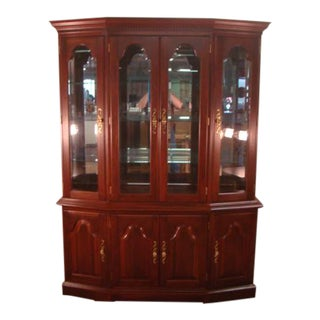 1980s Traditional Colonial Furniture Solid Cherry China Cabinet For Sale