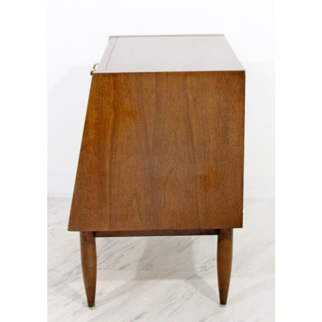 Mid Century Modern American Martinsville Dania Gershun Side End Table Nightstand For In Detroit