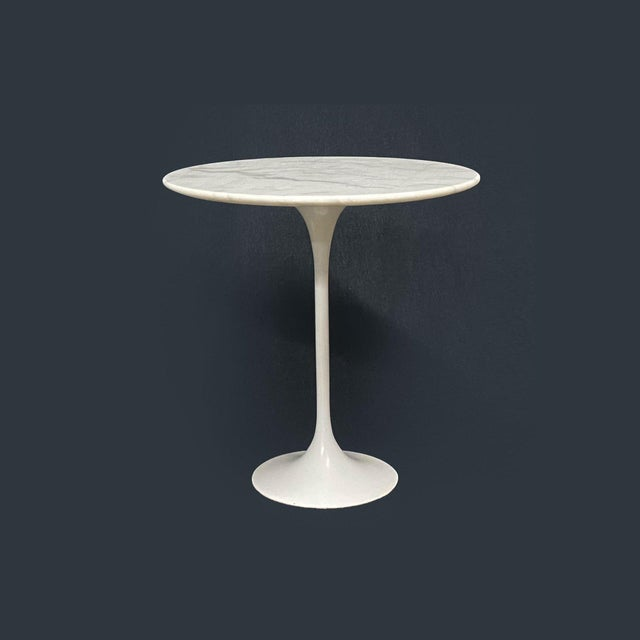 Mid-Century Modern Eero Saarinen Marble Top Pedestal Knoll Tulip Side Table For Sale - Image 3 of 3