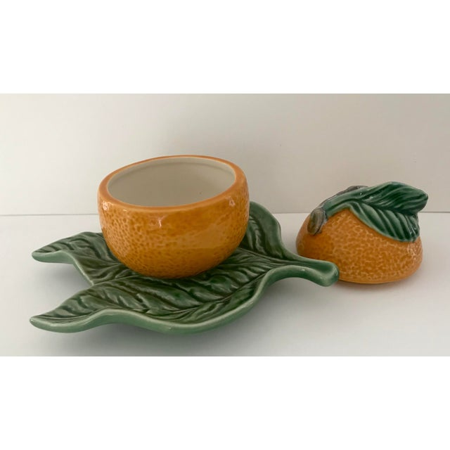 Bordallo Pinheiro Majolica Orange Marmalade Jar With Green Leaf Under Plate For Sale In New York - Image 6 of 9