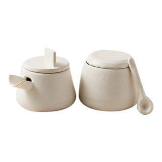 Contemporary Handmade Ceramic Burt & Sophie - Cream & Sugar - Blanc - Set of 2 For Sale