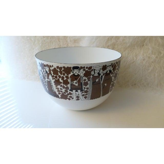 Lovely vintage Kaj Franck enameled bowl made in Finland by Arabia. Franck was a professor at the Helsinki School of Art...