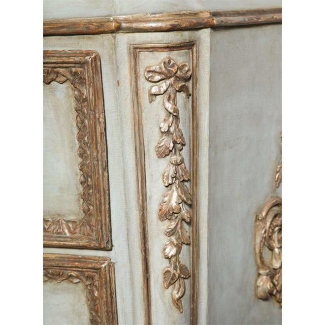 Important Italian Neoclassic Painted and Parcel-Gilt Commode For Sale - Image 4 of 9