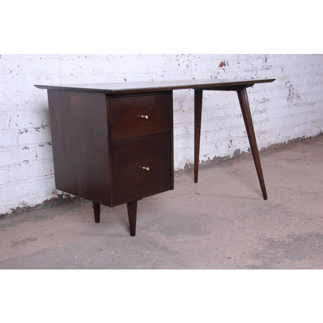 Contemporary Paul McCobb Mid-Century Modern Planner Group Desk For Sale - Image 3 of 12