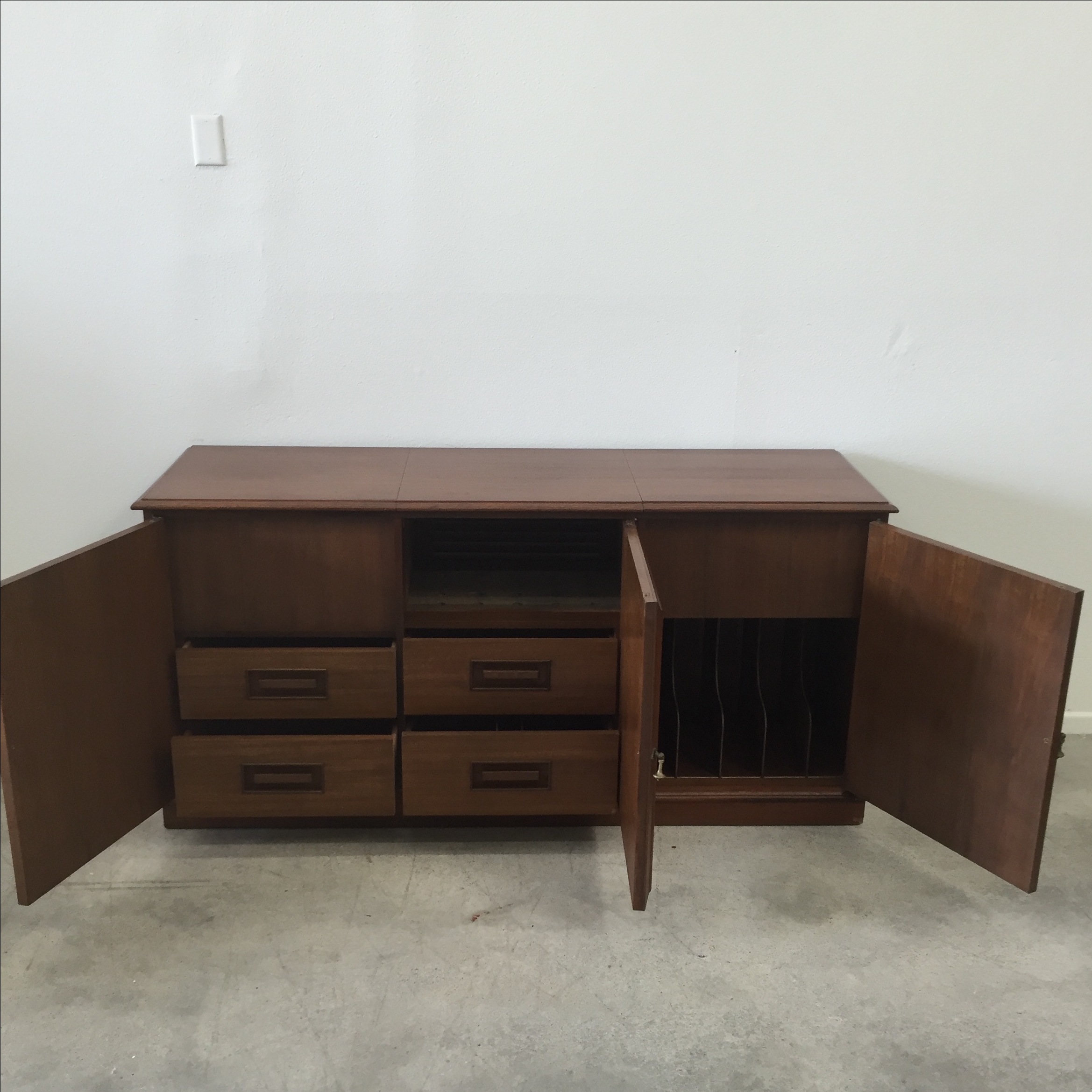 Mid Century Credenza Stereo Cabinet   Image 7 Of 11