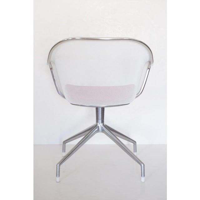 Antonio Citterio designed this pair of Iuta swivel armchairs for B&B Italia. Polished aluminum legs, painted wire mesh,...