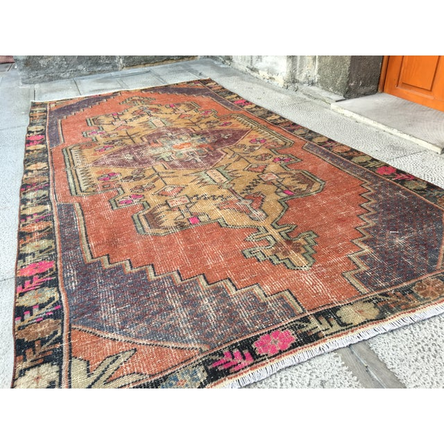 1970s Vintage Turkish Anatolian Hand-knotted Oushak Rug- 4′3″ × 8′ For Sale - Image 4 of 9