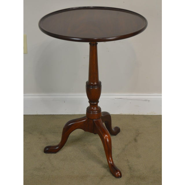 """1980s Henkel Harris Traditional Mahogany 20"""" Round Pedestal Side Table For Sale - Image 5 of 13"""