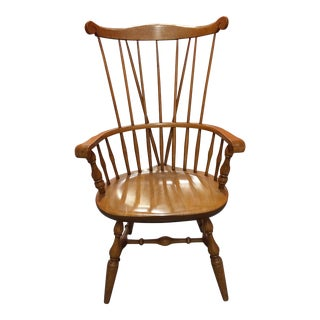 1940s Traditional Windsor Chair With Comb Back and Splayed Legs For Sale