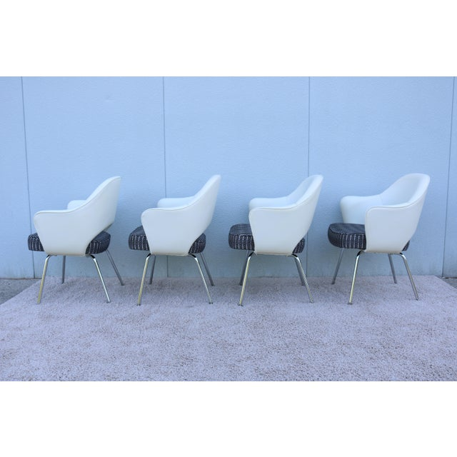 Metal Mid-Century Modern Eero Saarinen for Knoll White Executive Arm Chairs - Set of 4 For Sale - Image 7 of 13