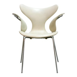 "Arne Jacobsen Model 3208 ""Seagull"" Chair For Sale"