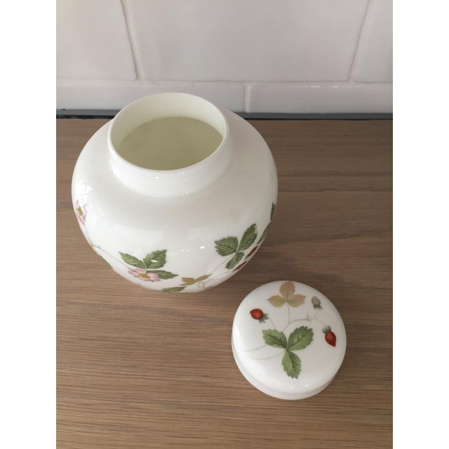 Petite Wedgewood Wild Strawberry Ginger Jar For Sale - Image 4 of 7