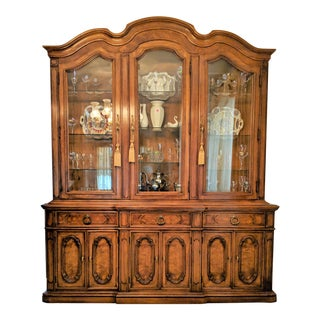1970s Traditional Thomasville Breakfront China Cabinet For Sale