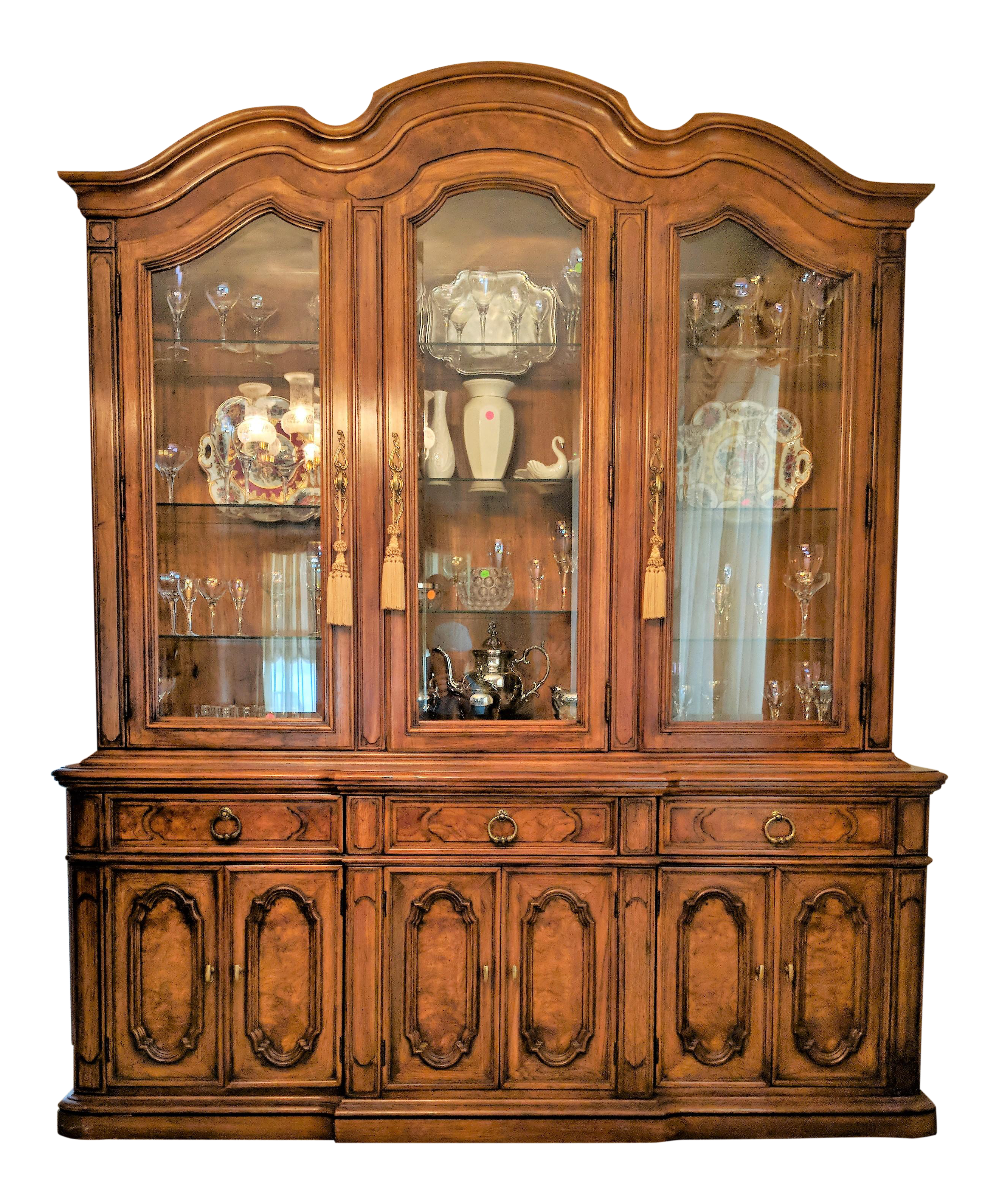 1970s Traditional Thomasville Breakfront China Cabinet