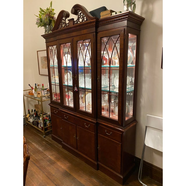Traditional Ethan Allen Mahogany 18th Century Classics Collection Dining Room Breakfront China Cabinet For Sale - Image 3 of 9