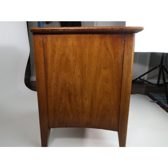 1960s mid century modern Drexel nightstand walnut wood. Features stunning walnut finish with vibrant wood grain, lower...