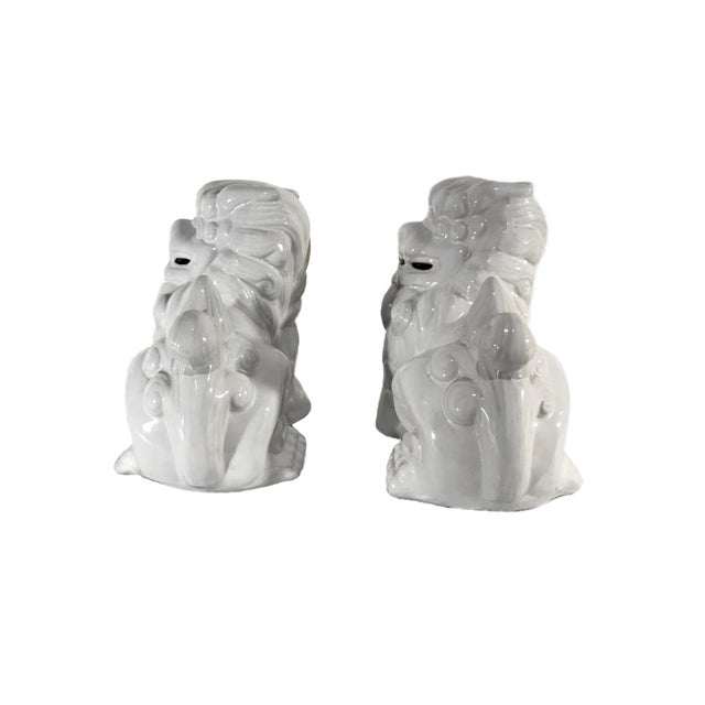 Chinoiserie Vintage Late 20th Century High Gloss White Ceramic Foo Dogs - a Pair For Sale - Image 3 of 5