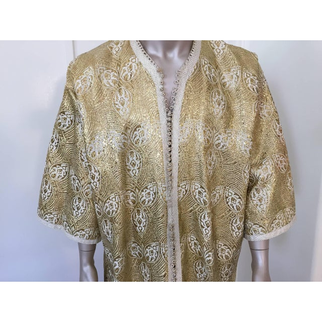 African 1960s Moroccan Caftan in Silver and Gold Brocade Vintage Gentleman Kaftan For Sale - Image 3 of 9