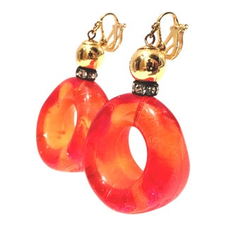 "1970's Vintage Gold Lucite ""Doughnut Hole"" Hoop Earrings For Sale"