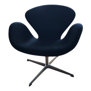 Vintage Arne Jacobsen Swan Chair For Sale
