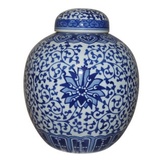 Chinese Blue and White Jar With Cover and Double Blue Ring Mark For Sale