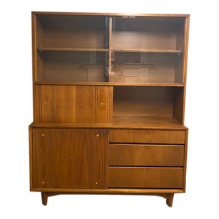 Mid-Century Modern Kroehler China/Buffet Cabinet For Sale