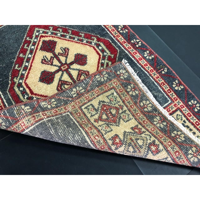 1960s Turkish Oushak Small Wool Rug - 1′8″ × 2′11″ For Sale - Image 5 of 6