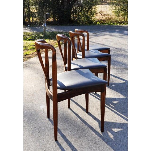 Johannes Andersen 1960s Vintage Johannes Andersen Brazilian Rosewood Danish Chairs- Set of 4 For Sale - Image 4 of 11